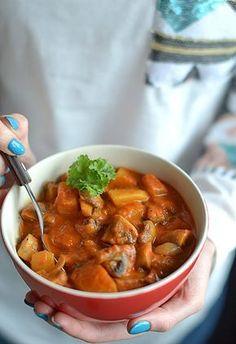 """Paprykarz pieczony """"fit"""" z pieczarek i ziemniaków - MniamMniam.pl Simply Recipes, New Recipes, Cooking Recipes, Healthy Recipes, Slime Recipe, Chana Masala, Healthy Eating, Healthy Food, Curry"""