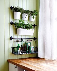 Here we gathered 25 indoor herb garden ideas to inspire you and helps you while making your own indoor herb garden. Enjoy!
