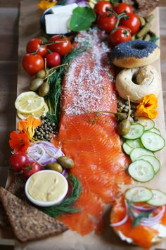 Lox platter with homemade Gravelax HonestlyYUM Brunch Recipes, Seafood Recipes, Lox Recipe, Think Food, Yummy Food, Tasty, Food Presentation, Snacks, Gastronomia
