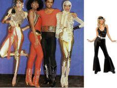 """En la moda disco tuvo un gran éxito """"Studio 54"""" en Nueva York, se hacía uso de colores reflectantes para brillar en la noche, pantalones campana y zapatos de plataforma."""