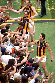 2015 Toyota AFL Grand Final - Hawthorn v West Coast - Players thank fans during the 2015 Toyota AFL Grand Final Australian Football League, World Of Sports, Men In Uniform, Pro Cycling, Hawks, West Coast, Athletes, Finals, Melbourne