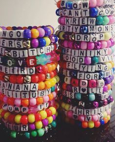 Kandi plur This board is for everyone Lovers who love cool stuff that other fans appreciat Rave Bracelets, Pony Bead Bracelets, Summer Bracelets, Pony Beads, Friendship Bracelets, Steam Punk, Kandi Patterns, Stitch Patterns, Rave Gear