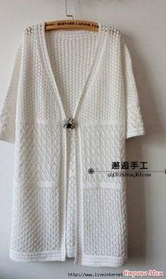 """Длинный ажурный кардиган связан тремя разными рисунками. Обвязка края выполнена отдельно. Описание вязания кардигана от дизайнера Deborah Newton переведено из журнала """"Vogue Knitting""""."""