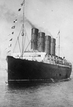 The sinking of the Cunard ocean liner RMS Lusitania occurred on 7 May 1915 during the First World War as Germany waged submarine warfare against Britain The ship was iden. Titanic Ship, Rms Titanic, World War One, Made In France, Submarines, Tall Ships, British History, Battleship, Old Photos