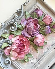 Paper flowers on a frame Plaster Crafts, Plaster Art, Diy Arts And Crafts, Clay Crafts, Sculpture Painting, Wall Sculptures, Paper Clay Art, Paperclay, Texture Painting