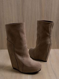 RICK OWENS, AW10 GLEAM STIVALE BOOT: the taller black version is nuts but you can see the stitching better on these.