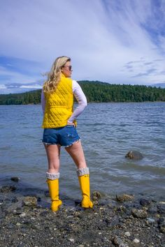 My 4th of July Weekend Plans | Lifestyle | Whit Wanders Hunter Outfit, Hunter Boots, Yellow Rain Jacket, Islands In The Pacific, Rainy Day Fashion, Weekend Plans, Perfect Date, Make An Effort, New Relationships
