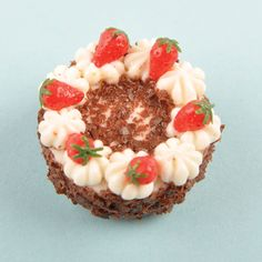 how to: chocolate gateau with strawberry garnish