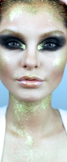 Dramatic Gold runway smokey eye makeup! instagram  makeupbyevon  this look was inspired from a fashion show