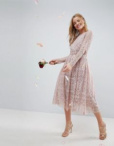 Buy ASOS DESIGN lace long sleeve midi prom dress at ASOS. Get the latest trends with ASOS now. Elegant Outfit, Elegant Dresses, Nice Dresses, Dresses With Sleeves, Grad Dresses Short, Modest Dresses, Bridesmaid Dresses, Asos Prom, Asos Wedding