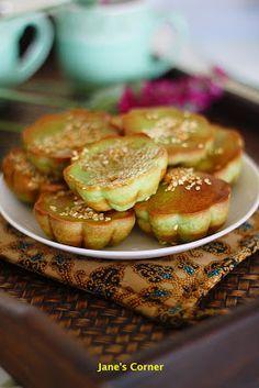 香兰烤蛋糕 (Kuih Bakar Pandan) // 1 cup of sugar, 2 cups of flour, 1 cup of pandan juice (6 pandan leaves + 1 cup of water - blended), 2 1/4 (450ml) cups of coconut milk, 3 large eggs, 2 tbsp of melted butter, pinch of salt, few drops of green food coloring, 1 tbsp of sesame seeds (optional)