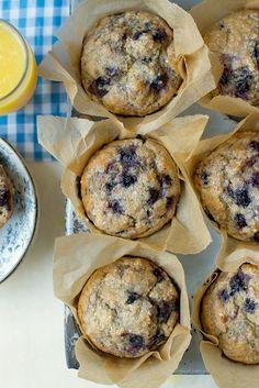 Whole Wheat Blueberry Muffins Recipe — replace buttermilk with almond milk… Vollkorn-Heidelbeer-Muffins Rezept – Buttermilch durch Mandelmilch + Zitronensaft ersetzen Whole Wheat Blueberry Muffins, Blue Berry Muffins, Mini Muffins, Healthy Blueberry Muffins, Blueberry Juice, Flour Recipes, Cooking Recipes, Cooking Tips, Zucchini Muffins