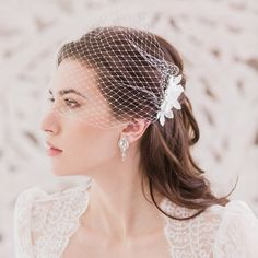 Bandeau Retro Wedding Hairstyles With Veil Retro Wedding Hair, Wedding Blog, Wedding Trends, Wedding Ideas, Trendy Wedding, Boho Wedding, Wedding Planning, Types Of Veils, Pixie