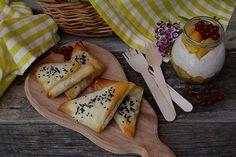 Trigoane cu legume coapte pentru picnic - Bucataresele Vesele Camembert Cheese, Picnic, Ethnic Recipes, Food, Meal, Eten, Meals, Picnics, Picnic Foods