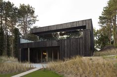 Imagen 2 de 18 de la galería de Villa Meijendel / VVKH architecten. Fotografía de Christian van der Kooy