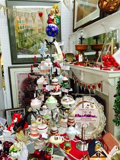 Antique Mall Booth Décor Christmas Selling #AntiqueMallBooth #Antiques #AntiqueMallVendor #BoothDecor #AntiqueMarketPlace #GreensboroAntiques