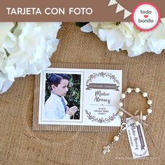 Tarjetas para imprimir rústico Communion Centerpieces, First Communion, Party Planning, Place Card Holders, Baby Shower, Lettering, Frame, Eucharist, Rustic Style