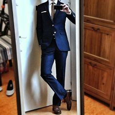 Indochino Navy Modern Linen Suit and Indochino Knit Tie.