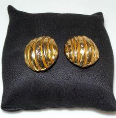 YVES SAINT LAURENT Boucles d'oreilles http://www.videdressing.com/boucles-d-oreilles/yves-saint-laurent/p-4727353.html?&utm_medium=social_network&utm_campaign=FR_femme_bijoux___montres_bijoux_fantaisie_4727353
