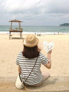 久々の海🌊 砂浜気持ちいいーー! ボーダーにリネン混ガウチョパンツ なんでもないコーデで失礼しま