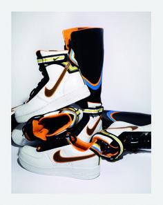 Riccardo Tisci pour Nike http://www.vogue.fr/mode/news-mode/diaporama/riccardo-tisci-pour-nike/17330