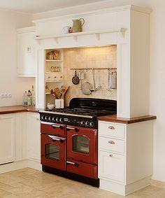 Eine weiße #Landhausküche passt sich perfekt anderen Stilen und ... | {Amerikanische landhausküche 95}