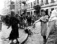 EVERYDAY LIFE AND DEATH IN WARSAW GHETTO