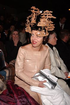 Isabella Blow's Japanese hat is divine. Would you call that a hat? Maybe its a halo <3