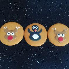 Hoy para merendar les he comprado estas galletas en #lidle. En el Lidl de Dublin no había galletas decoradas. Hay en España? Y me han costado 70 céntimos (de libra) nada mas (un euro aprox) #galletasdecoradas #galletasnavideñas #galletasnavidad