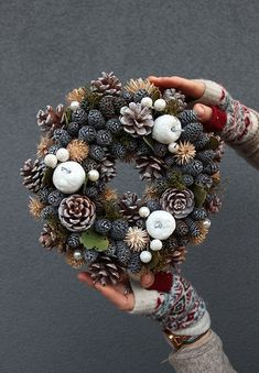Pin by Angie Grayson on Wreath ideas Christmas Advent Wreath, Pine Cone Christmas Tree, Xmas Wreaths, Christmas Mood, Noel Christmas, Christmas Crafts, Christmas Decorations, Xmax, Pine Cone Crafts