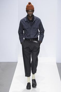 Margaret Howell Fall 2019 Ready-to-Wear Fashion Show - Vogue Margaret Howell, Vogue Paris, How To Make Clothes, Mens Fall, Fashion Show Collection, Mannequins, Models, Ready To Wear, Moda Masculina