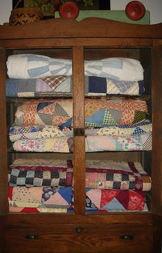 Old cupboard...filled with prim olde quilts.