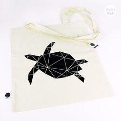 Baumwolltasche mit langen Henkeln, Farbe natur, Plotterdruck Schildkröte Abmessungen: 38 x 42 cm Preis: € 12,- Jetzt bestellen: http://www.popcut.at/diy/webshop/