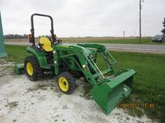 John Deere  2038R loader tractor