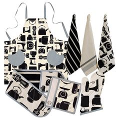 The Ashley kitchen range features a wonderful silhouette kitchen appliance design and is made from 100% cotton. Ashley is available in aprons, double oven glove, pot holder, single oven glove and 3 pack tea towels.