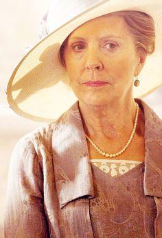 Isobel Crawley #DowntonAbbey hats and costumes