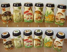 sada dóz na orechy (č. Coffee Jar Crafts, Coffee Jars, Painting Glass Jars, Bottle Painting, Plastic Bottle Crafts, Recycle Plastic Bottles, Small Bottles, Bottles And Jars, Glass Bottles