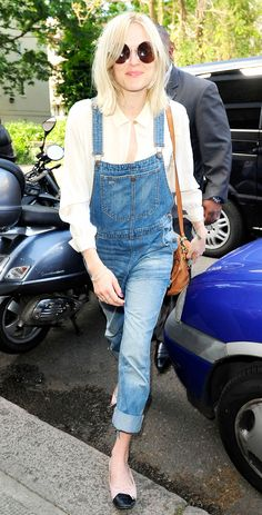 Celebrity Street Style Picture Description White blouse, denim overalls, tan purse, ballet flats, and round Fearne Cotton, Fashion Outfits, Fashion Tips, Fashion Trends, Denim Outfits, Fashion Styles, Fashion Ideas, Cool Summer Outfits, Inspirational Celebrities
