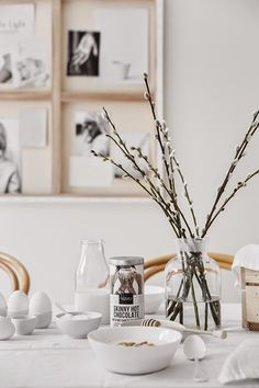 ML_6498A creative way of hanging artwork in an easter - via cocolapinedesign.com