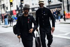 After a stellar start to London Men's Fashion Week Spring the style set somehow managed to step it up for day two. Here, the best looks. London Street Style Men, London Mens Fashion, Street Style 2016, Street Style Blog, Mens Fashion Week, Men's Fashion, The Man Show, Man About Town, Sharp Dressed Man