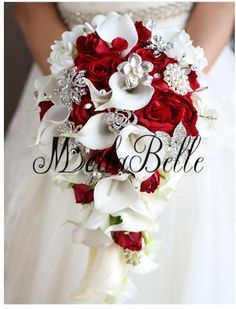 Hochzeit Artificial Pearl And Crystal Bridal Bouquet Ivory Brides Handmade Brooch Bouquet Noiva Red Calla Lily Bridal Bouquet, Calla Lily Wedding, Cascading Wedding Bouquets, Red Bouquet Wedding, Wedding Dresses With Flowers, Bride Bouquets, Bridal Flowers, Red Wedding, Wedding Day