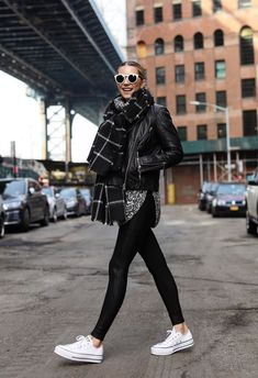 32 Charming Fall Street Style Outfits Inspiration to Make You Look Cool this Season Style Style 20 Fall Outfits Ideas for Women Casual Comfy and Simple Rihanna Street Style, Nyc Street Style, Street Style Outfits, Looks Street Style, Street Style Women, York Street, Street Mall, Street Look, Men Street