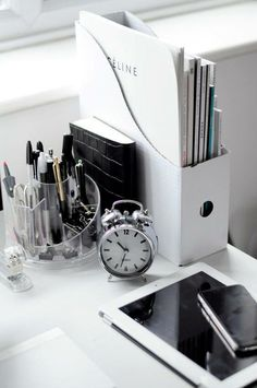 Monochromatic desk spaces are the best!