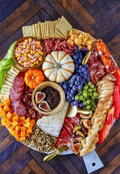 Harvest Charcuterie Board - Easy Fall Appetizer - No. 2 Pencil This easy to make Charcuterie Board is perfect for parties, and can be served as a fun dinner or as an easy fall appetizer for a bigger party. Colorful and packed with delicious meats, cheeses Halloween Appetizers For Adults, Halloween Finger Foods, Appetizers For Kids, Halloween Dinner, Thanksgiving Appetizers, Halloween Food For Party, Appetizer Recipes, Appetizer Ideas, Party Appetizers