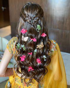 Mehndi Hairstyles, Lehenga Hairstyles, Open Hairstyles, Indian Wedding Hairstyles, Dress Hairstyles, Bride Hairstyles, Hairstyle Ideas, Beautiful Hairstyles, Latest Hairstyles