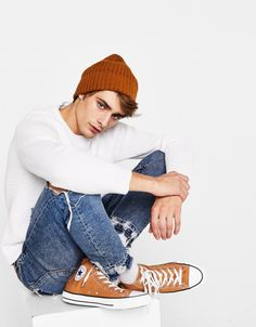 maxence danet-fauvel reading a book Outfits With Converse, Boy Outfits, Look Fashion, Mens Fashion, Maxence Danet Fauvel, Isak & Even, Teen Boy Fashion, Cute Guys, Pull