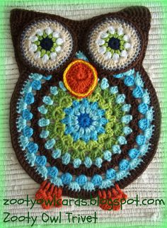 Looking for a Mandala crochet project idea? Zooty Owl Trivets by Zelna Olivier, a free pattern. She provides helpful pattern tips and ideas. Owl Crochet Patterns, Crochet Mandala Pattern, Crochet Owls, Owl Patterns, Crochet Home, Crochet Crafts, Crochet Flowers, Crochet Projects, Free Crochet
