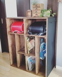 オーダーで製作した兄弟二人分のランドセルや教科書やバッグなどを収納できるキャビネットです。 側面はマグネットがつくようになってます。 Home Organization, Shoe Rack, Ladder Decor, Diy And Crafts, Kids Room, Woodworking, Shelves, Interior, Furniture