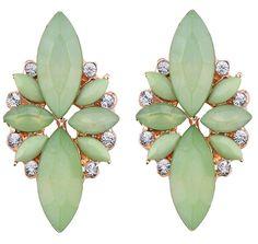 https://www.goedkopesieraden.net/Gouden-luxe-oorstekers-met-lichtgroene-stenen