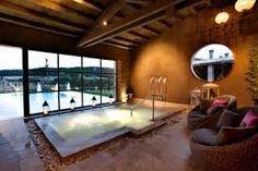 Resultado de imagen de casa con piscina climatizada
